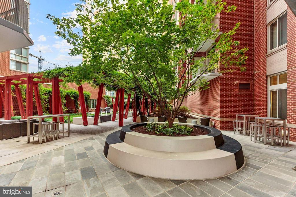 Courtyard - 1000 NEW JERSEY AVE SE #PH-19, WASHINGTON
