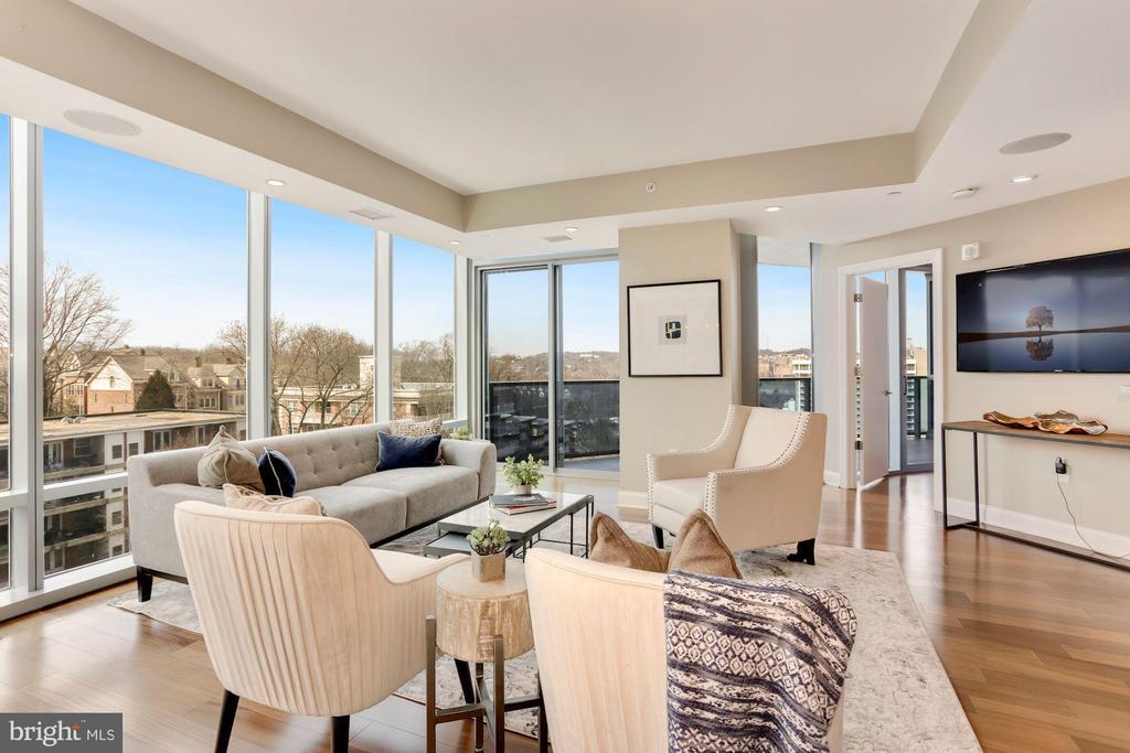 Living Room with Panoramic Views - 1881 N NASH ST #810, ARLINGTON