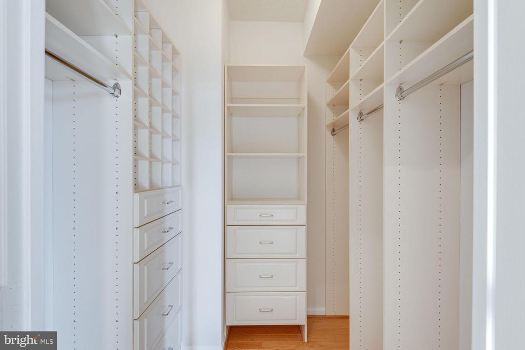 The walk-in closet we all dream of - 19365 CYPRESS RIDGE TER #1007, LEESBURG
