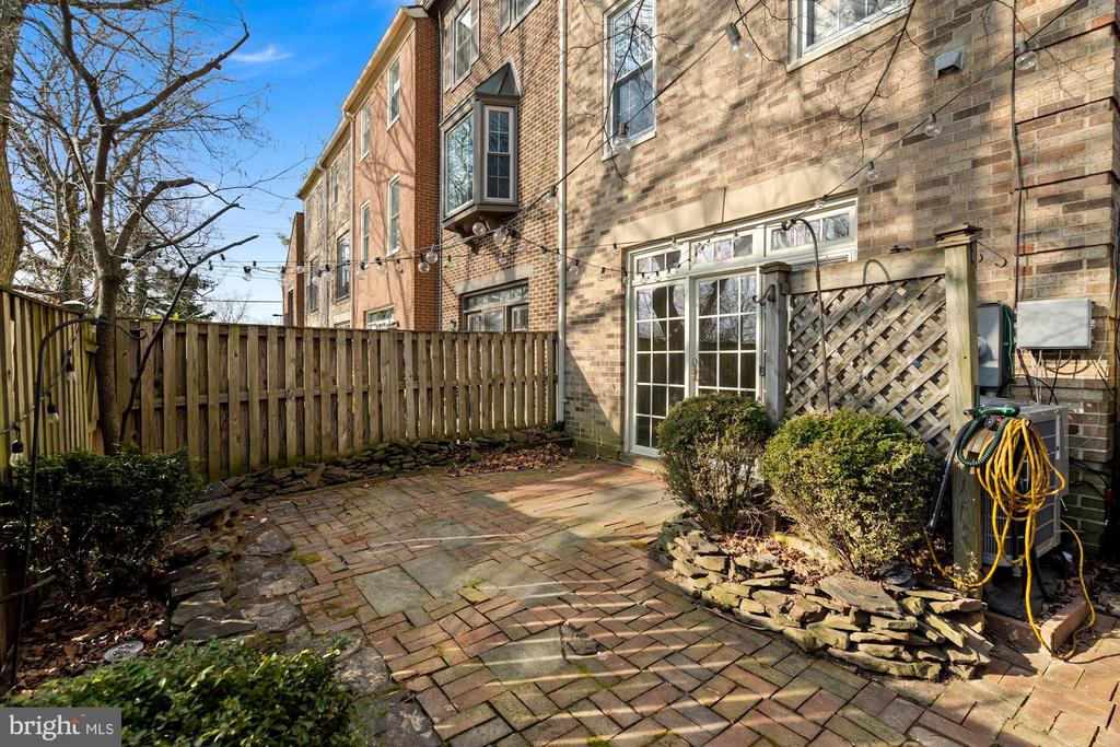 Fenced, patio - 6703 WASHINGTON BLVD #F, ARLINGTON