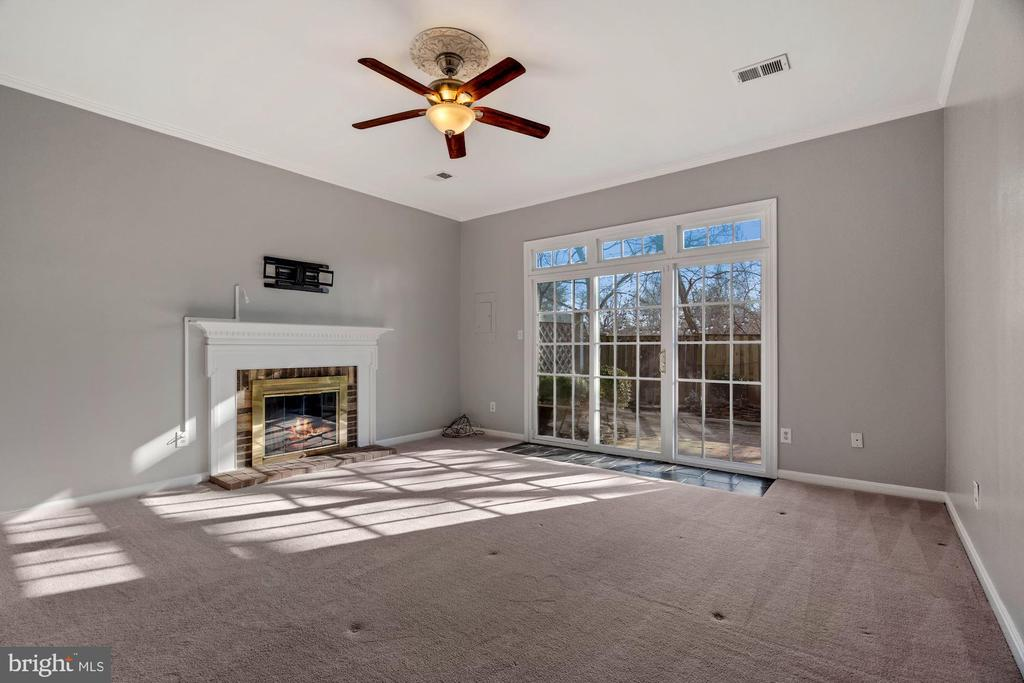 Lower level living room walkout to patio - 6703 WASHINGTON BLVD #F, ARLINGTON