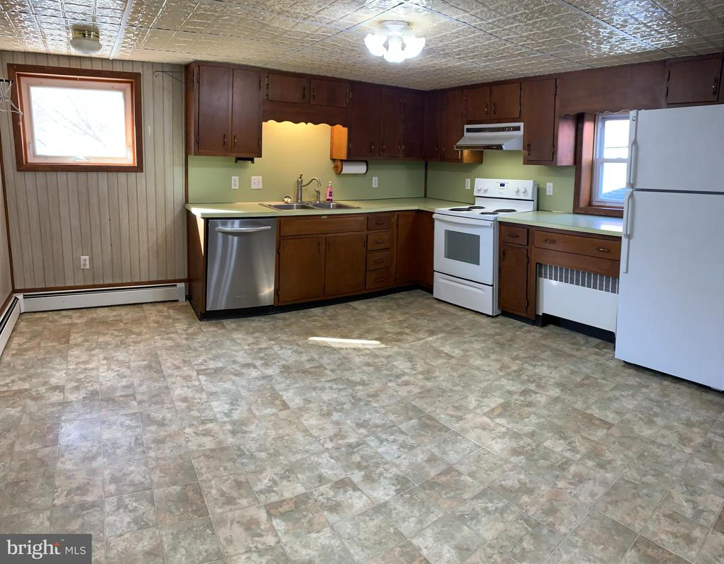 - 206 W MAIN ST, MIDDLETOWN