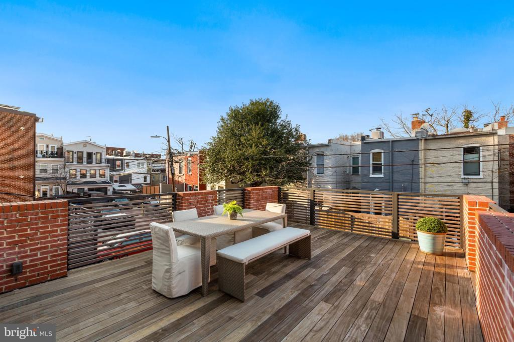 Outdoor patio over the garage - 2127 N ST NW, WASHINGTON