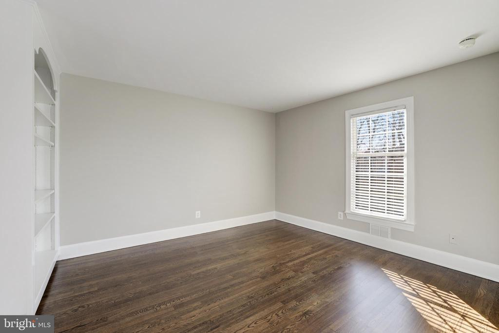 Bedroom #2 (Middle level) - 214 N COLUMBUS ST, ALEXANDRIA