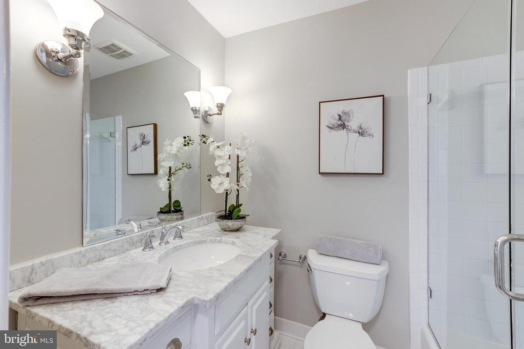 Bath for Primary Bedroom (Upper Level) - 214 N COLUMBUS ST, ALEXANDRIA