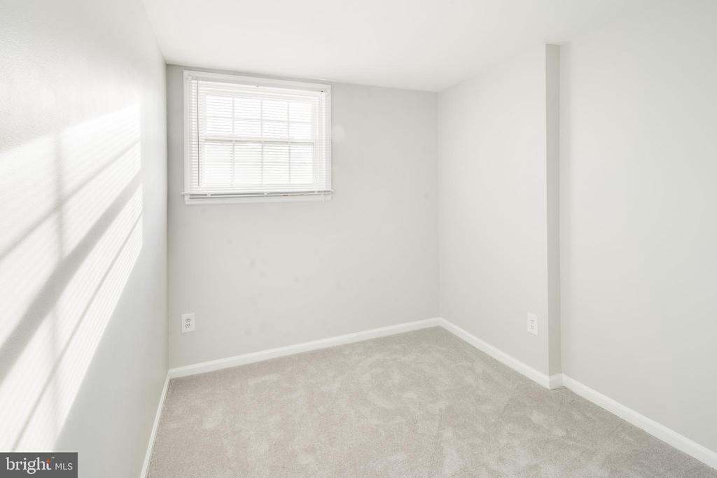 4th bedroom or home office - 302 S COLLIER CT, STERLING