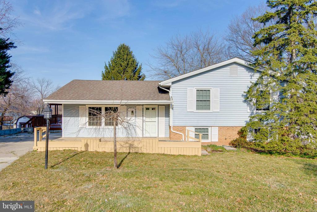 - 302 S COLLIER CT, STERLING