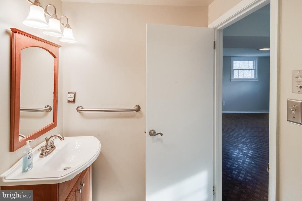 Updated! Lower level full bath - 302 S COLLIER CT, STERLING