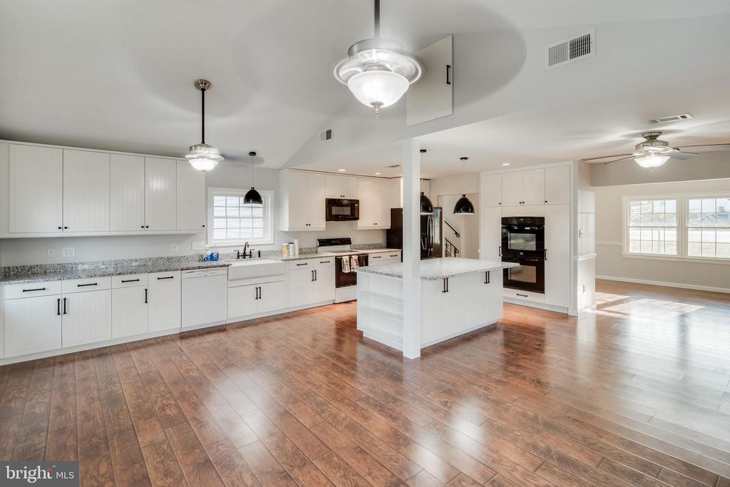 Wow!  What a kitchen!! It has 3 ovens - 302 S COLLIER CT, STERLING