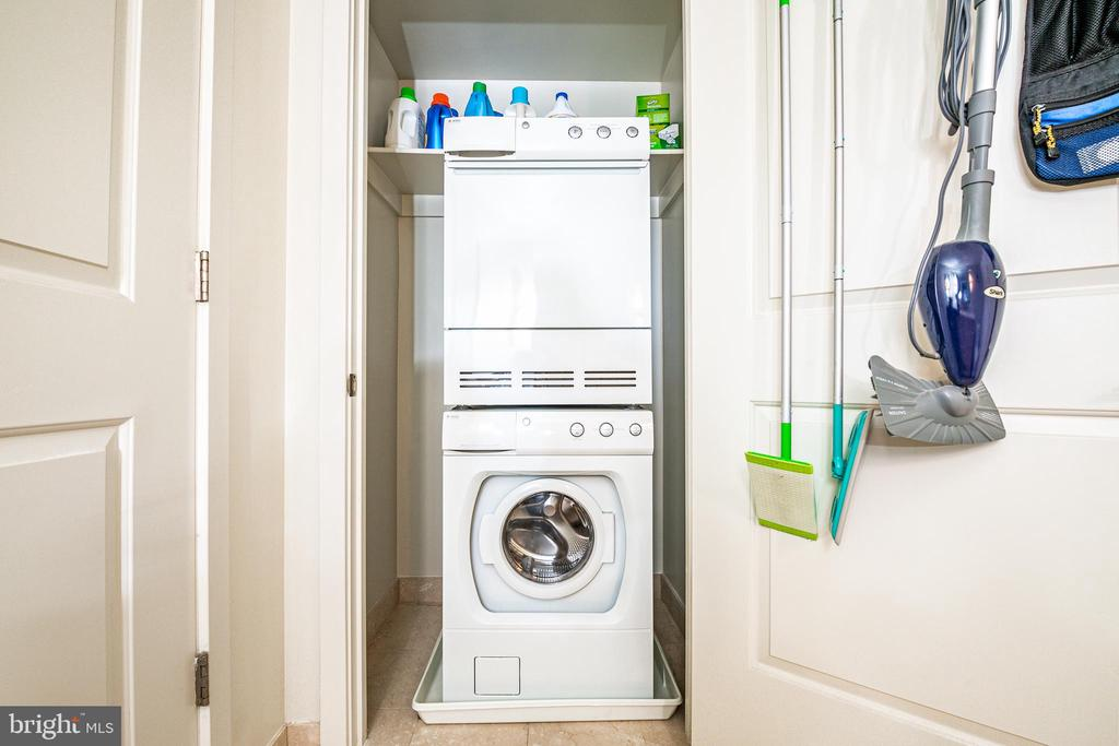 Amenities including your stackable Washer & Dryer - 1025 1ST ST SE #801, WASHINGTON