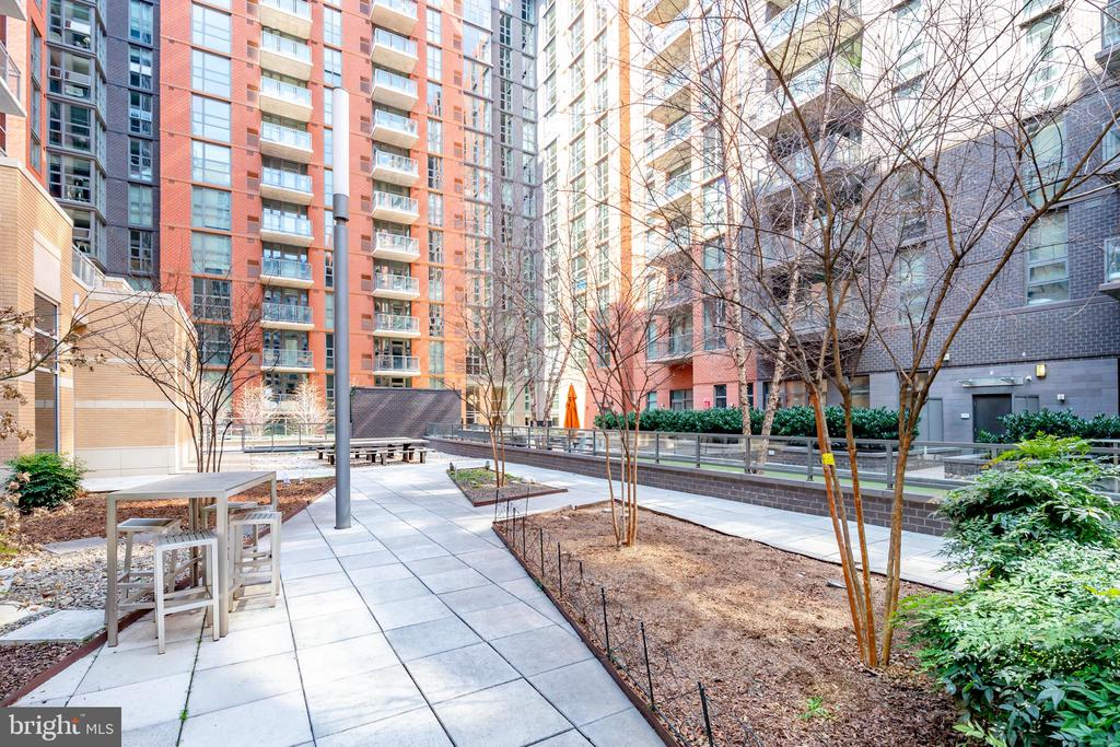 More Courtyard Views - 1025 1ST ST SE #801, WASHINGTON