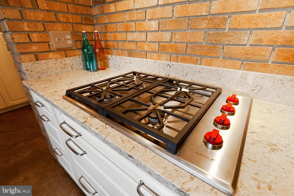 Wolf Gas Cooktop - 16 STAFFORD CT, STERLING