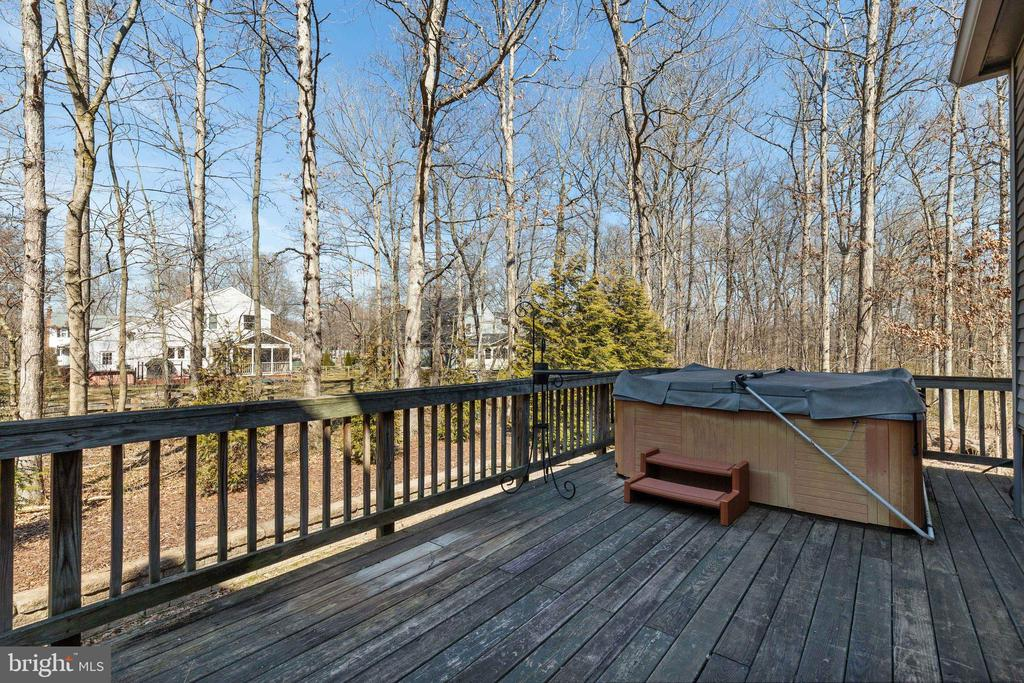 Deck with Hot Tub - 16 STAFFORD CT, STERLING