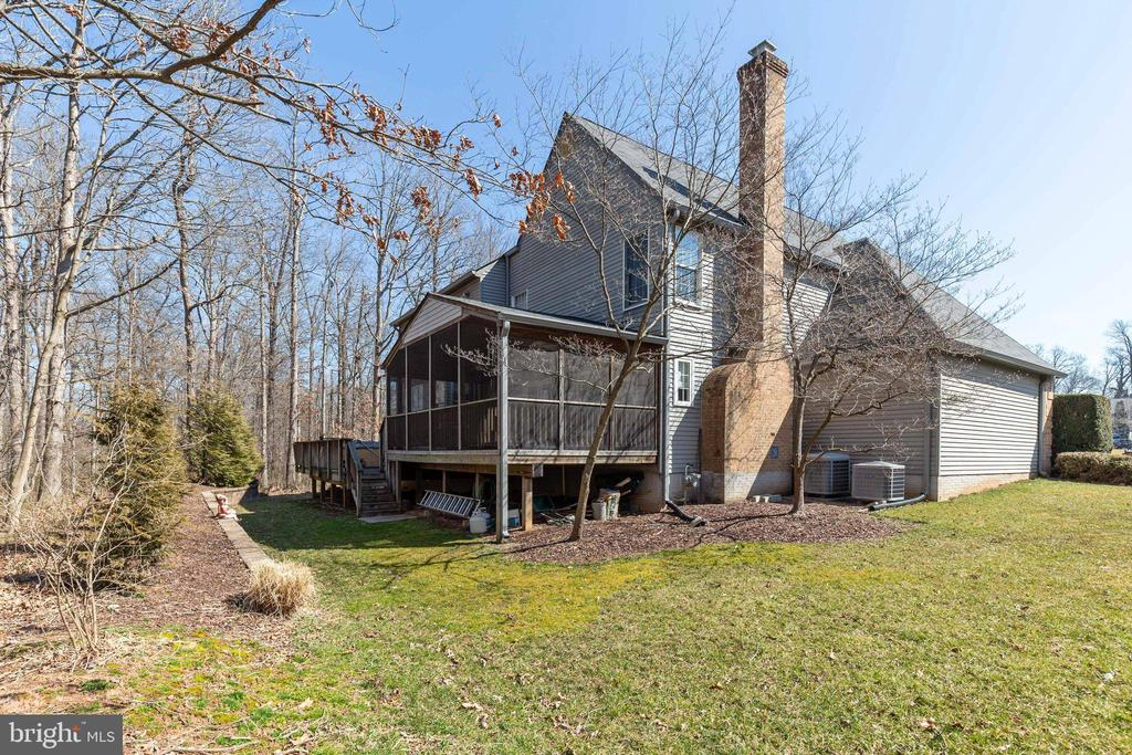 Nicely Landscaped with Great Outdoor Living Space - 16 STAFFORD CT, STERLING