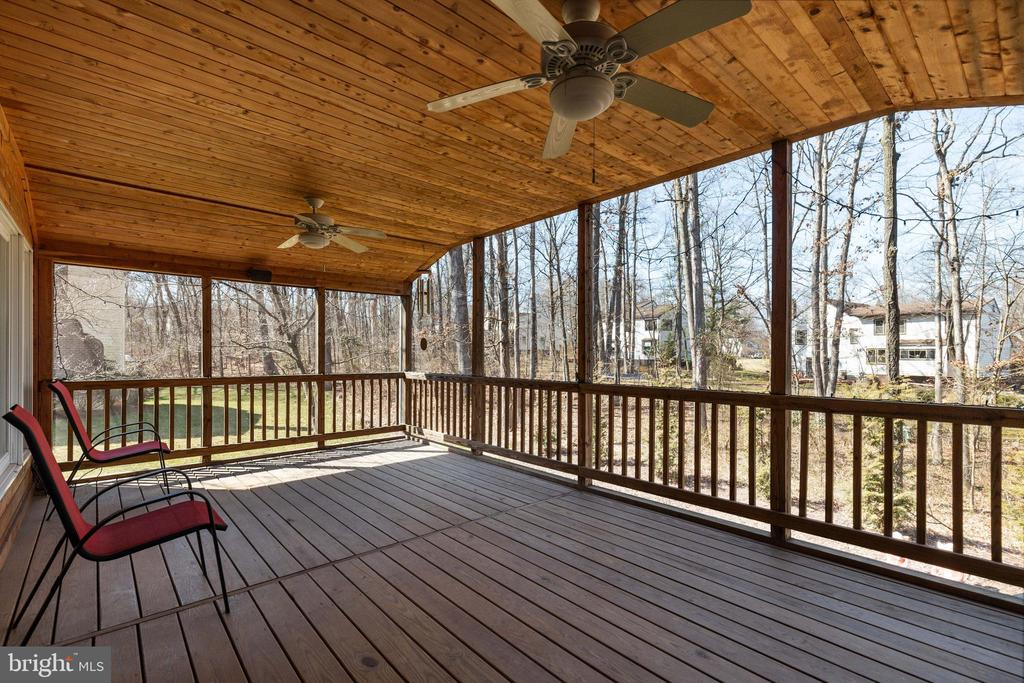 Screened Porch with Views of Trees - 16 STAFFORD CT, STERLING