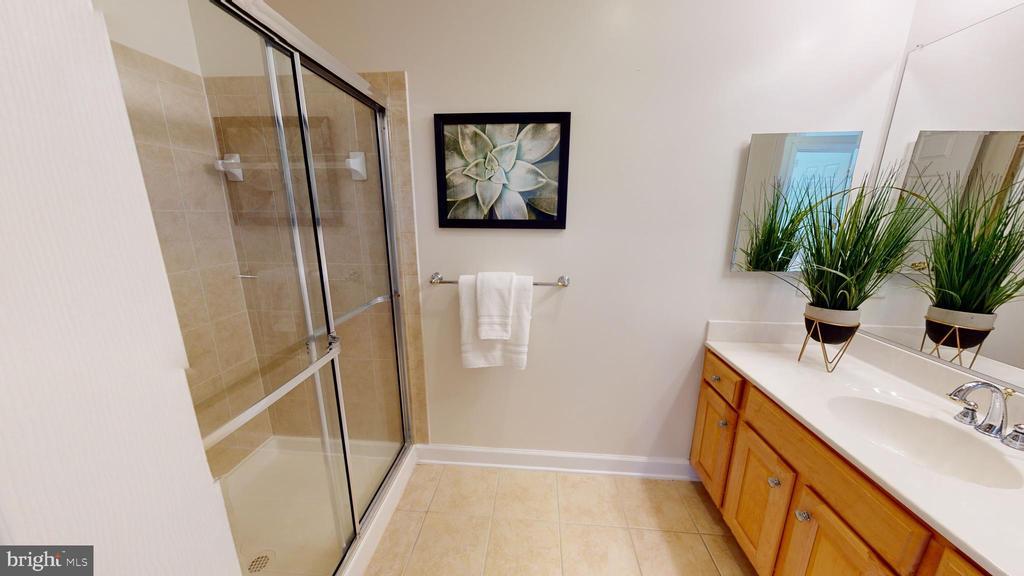 Hall bathroom - 35 E ALL SAINTS ST #319, FREDERICK