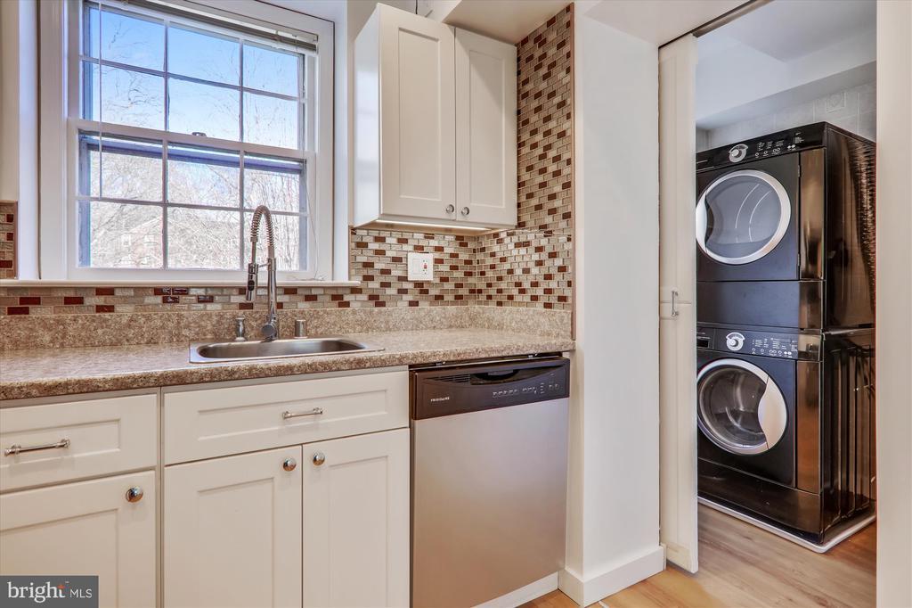 Kitchen w/door to Washer/Dryer - 3640 39TH ST NW #D526, WASHINGTON