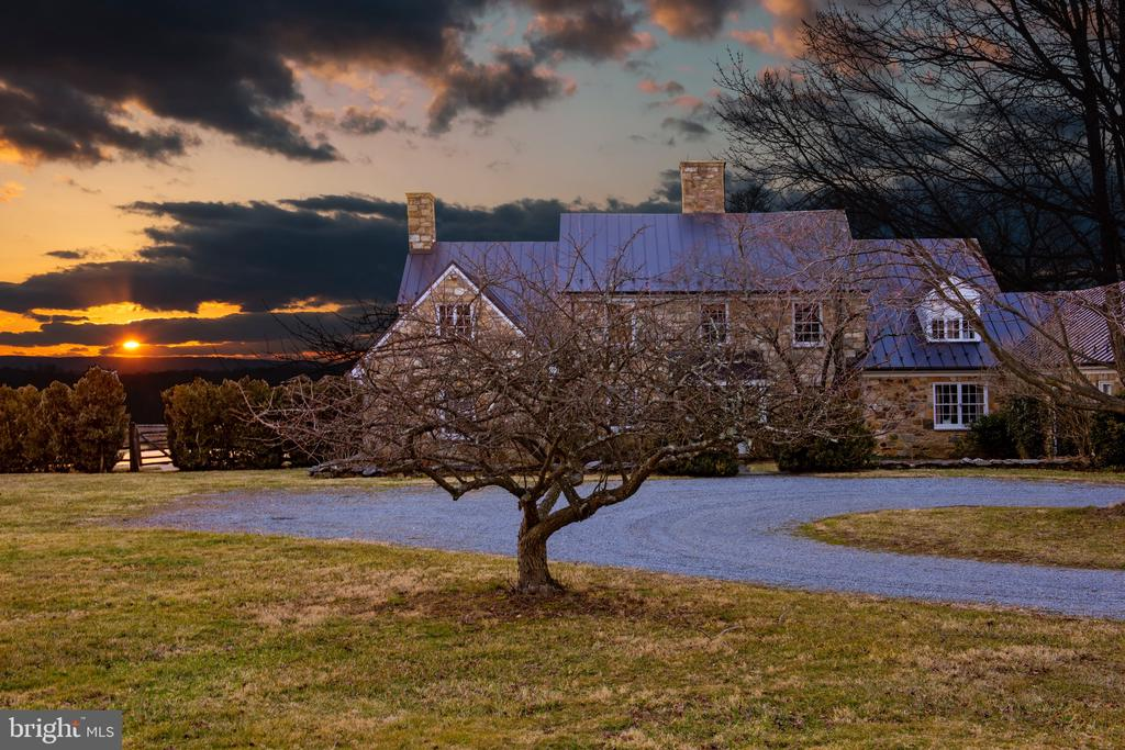 Enjoy stunning sunsets from the main house - 21943 ST LOUIS RD, MIDDLEBURG