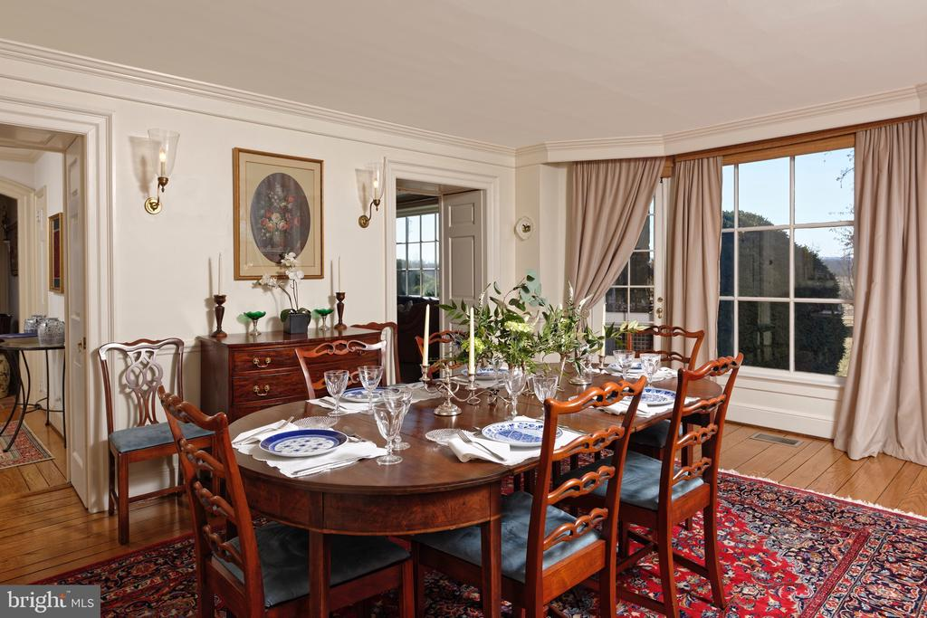 Formal Dining Room has large bay window - 21943 ST LOUIS RD, MIDDLEBURG