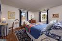1st Floor Guest Bedroom w/ensuite full bath - 21943 ST LOUIS RD, MIDDLEBURG