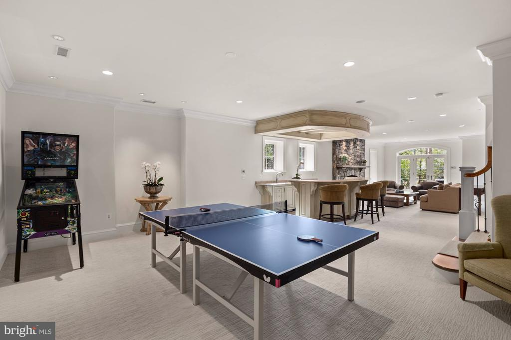 Game Room - 825 CLINTON PL, MCLEAN
