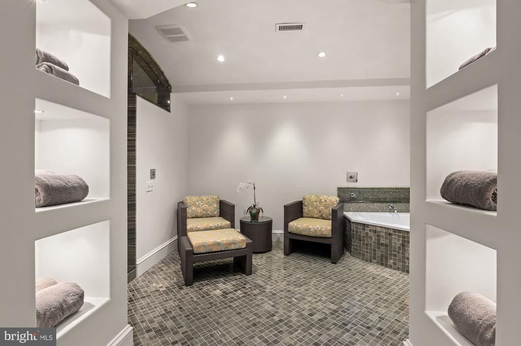 Fitness Room Spa - 825 CLINTON PL, MCLEAN