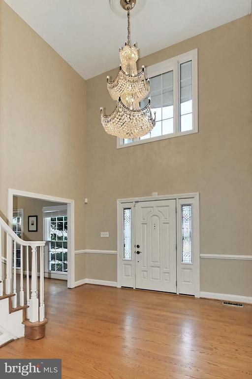 Stunning Chandelier in the two-story Foyer - 6302 KNOLLS POND LN, FAIRFAX STATION
