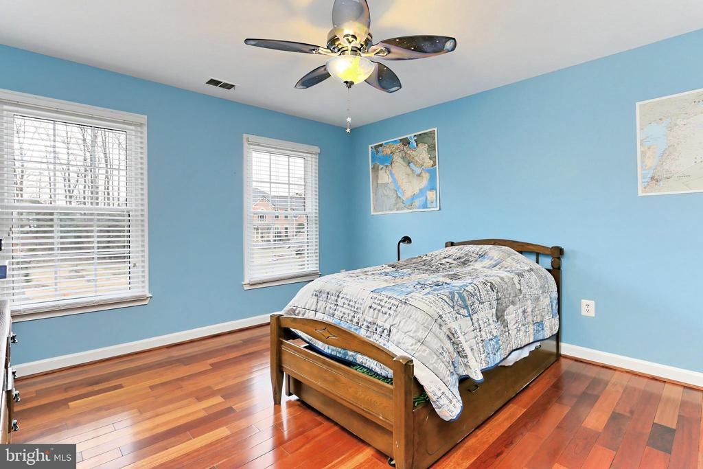 Bedroom with custom ceiling fan - 6302 KNOLLS POND LN, FAIRFAX STATION