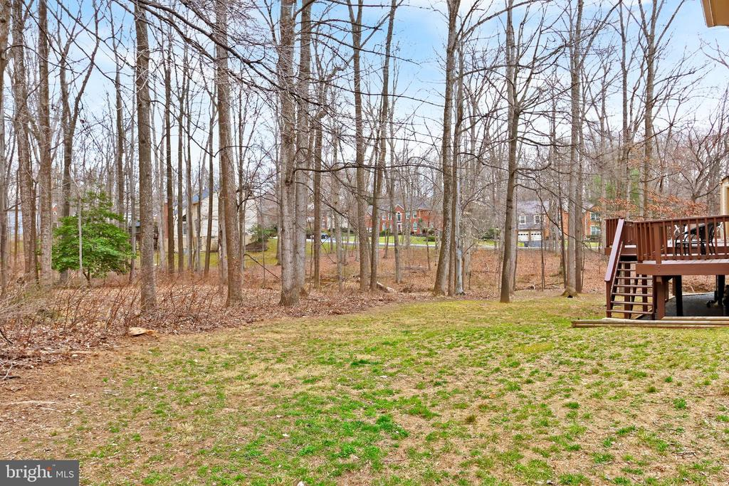 This is your private, flat backyard! - 6302 KNOLLS POND LN, FAIRFAX STATION