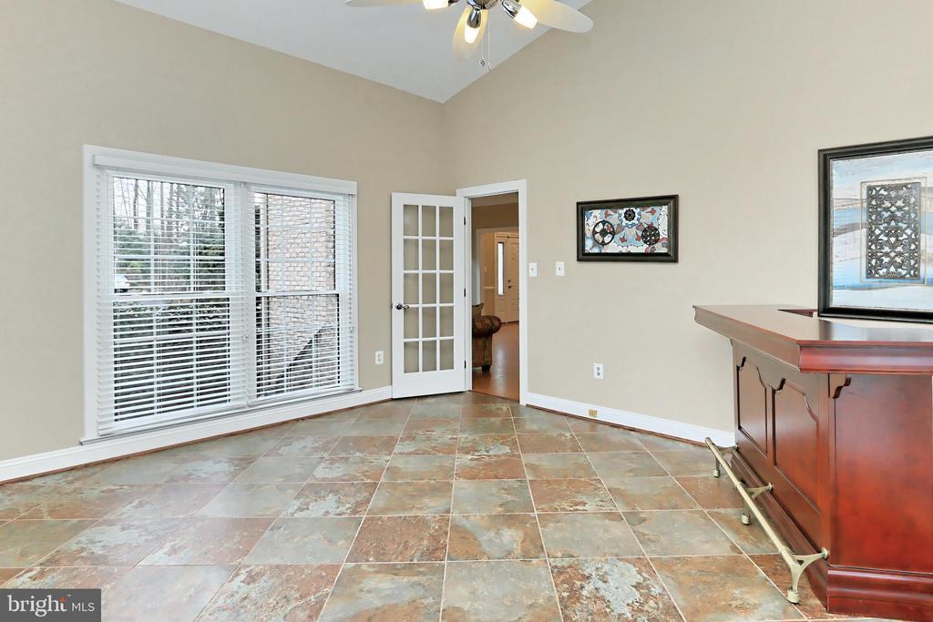 vaulted ceiling, custom tile flooring. - 6302 KNOLLS POND LN, FAIRFAX STATION