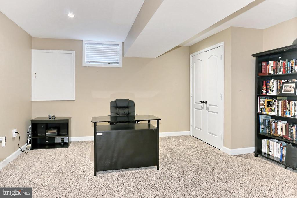 Bonus Room! - 6302 KNOLLS POND LN, FAIRFAX STATION