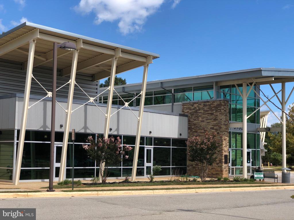 Burke Centre Library - 6302 KNOLLS POND LN, FAIRFAX STATION