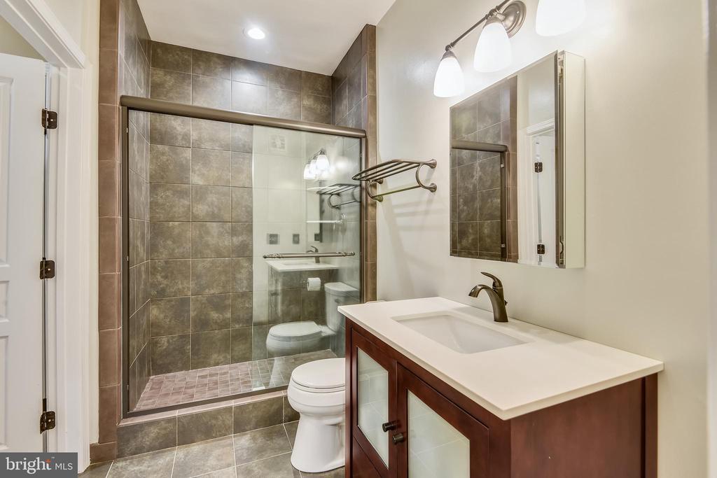 Updated bath - 12000 MARKET ST #169, RESTON