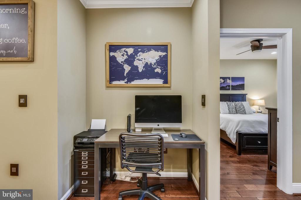 Cozy workspace - 12000 MARKET ST #169, RESTON