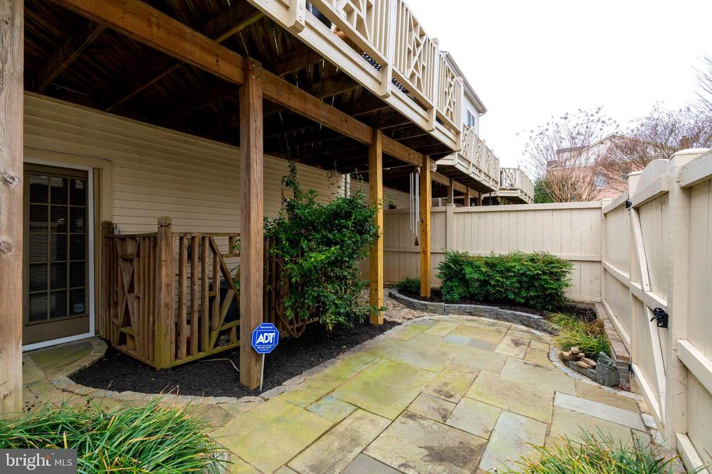 Lovely Slate Patio w/Deck Above - 10502 CATESBY ROW, FAIRFAX