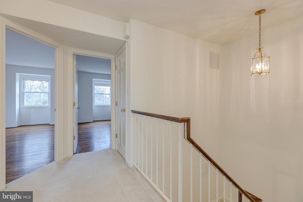 Top Floor Foyer - 4741 23RD ST N, ARLINGTON