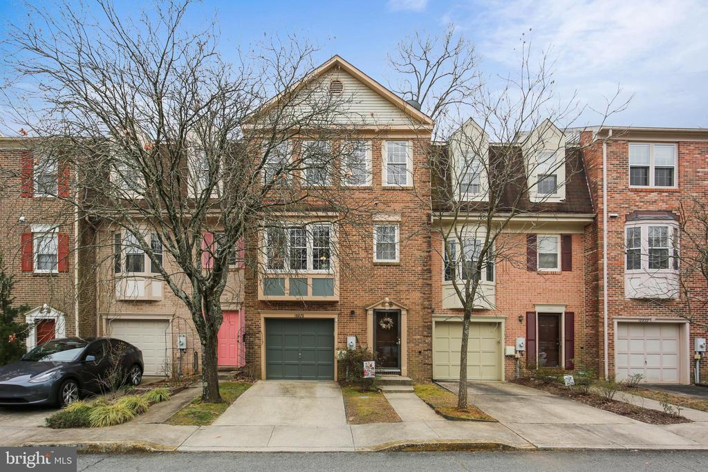 Stunning brick one-car garage home backs to woods - 10828 DOUGLAS AVE, SILVER SPRING
