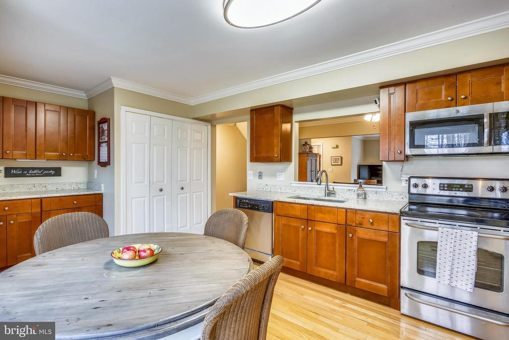 Renovated gourmet kitchen w/ maple cabinetry - 10828 DOUGLAS AVE, SILVER SPRING