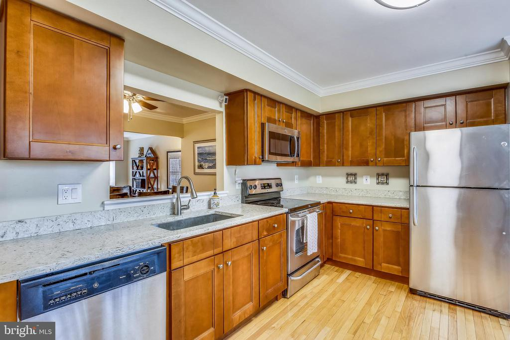 Renovated gourmet kitchen w/ granite countertops - 10828 DOUGLAS AVE, SILVER SPRING