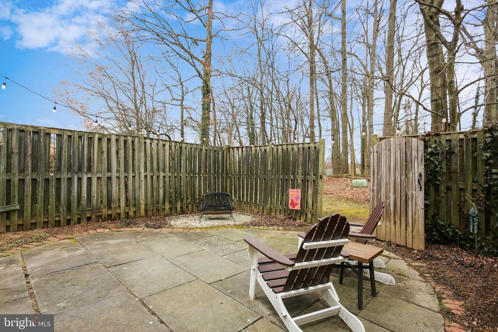 Private backyard oasis w/ fully fenced-in backyard - 10828 DOUGLAS AVE, SILVER SPRING