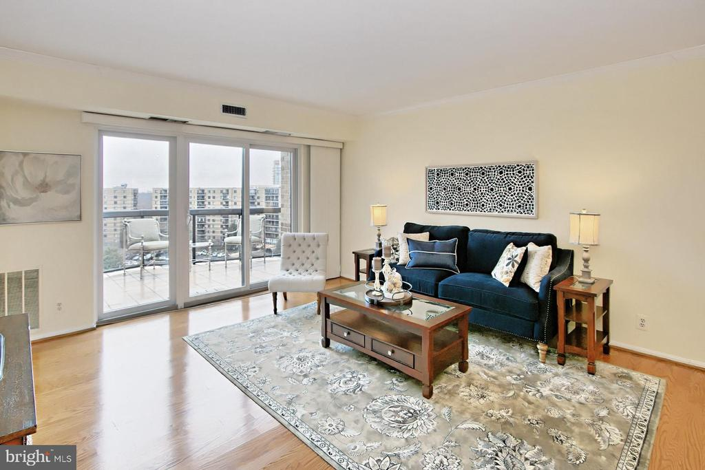Ample sunlight from Southwest = light & bright! - 8380 GREENSBORO DR #1017, MCLEAN
