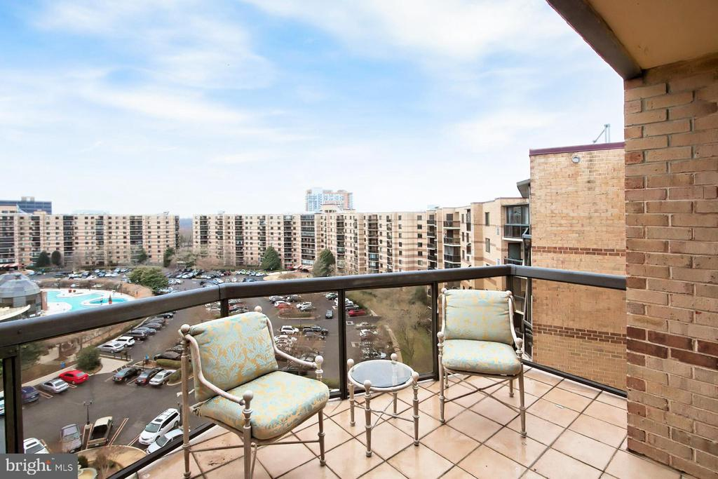 Rooftop view of Tysons and beyond! - 8380 GREENSBORO DR #1017, MCLEAN
