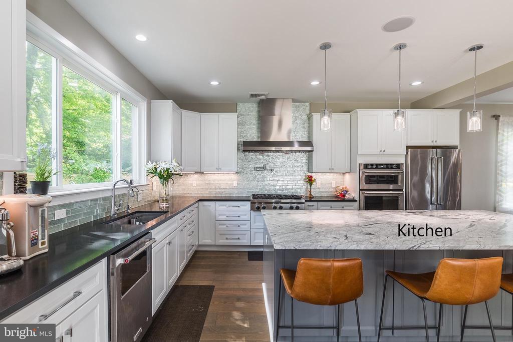 Similar home - kitchen 1 - 11600 PINE TREE DR, FAIRFAX
