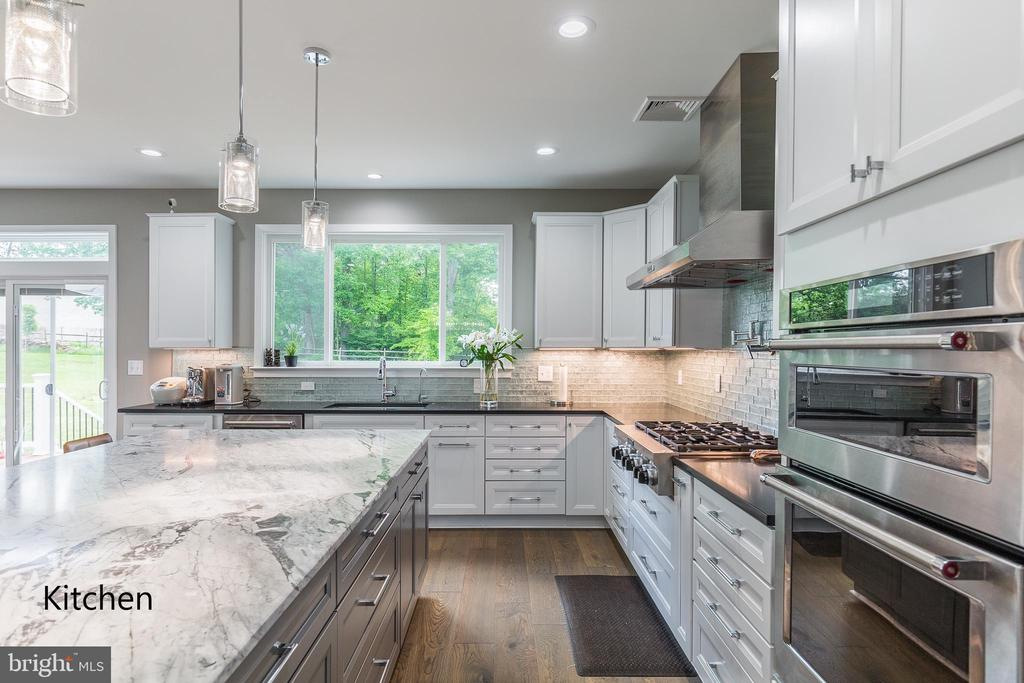 Similar home - kitchen 2 - 11600 PINE TREE DR, FAIRFAX