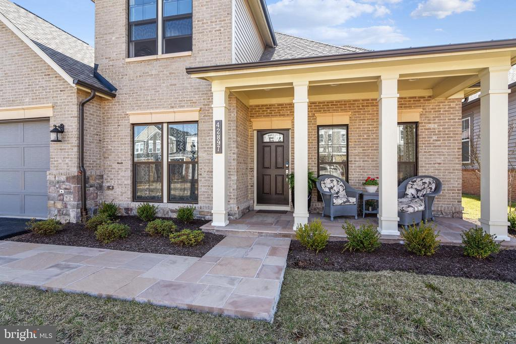 Covered front porch w/ flagstone walkway & porch - 42897 BEAVER CROSSING SQ, ASHBURN