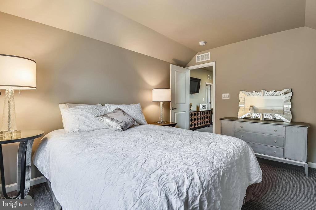 Upper Level Bedroom 2 - 42897 BEAVER CROSSING SQ, ASHBURN