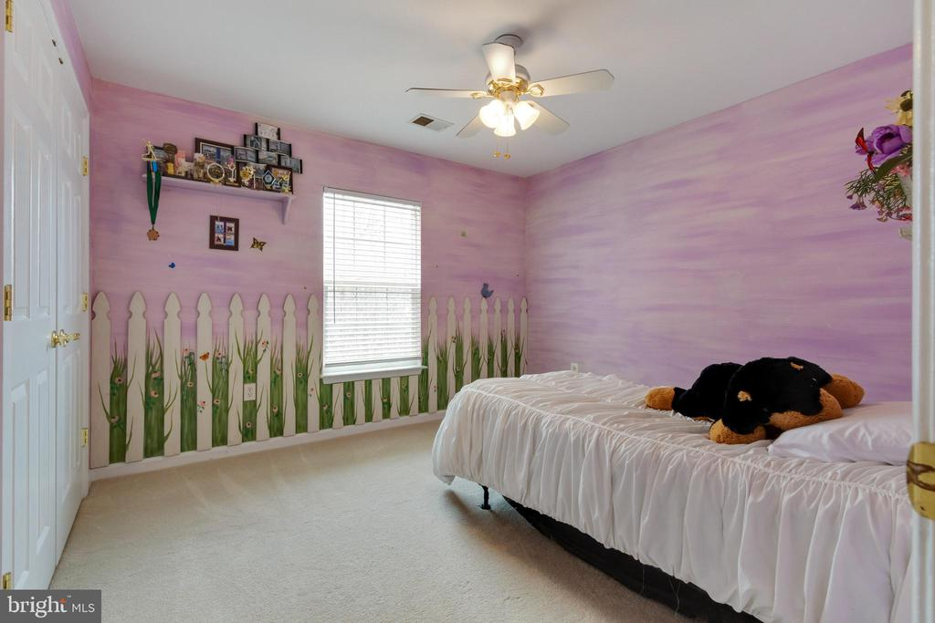 Third bedroom with custom wall treatment - 15230 BOWMANS FOLLY DR, MANASSAS