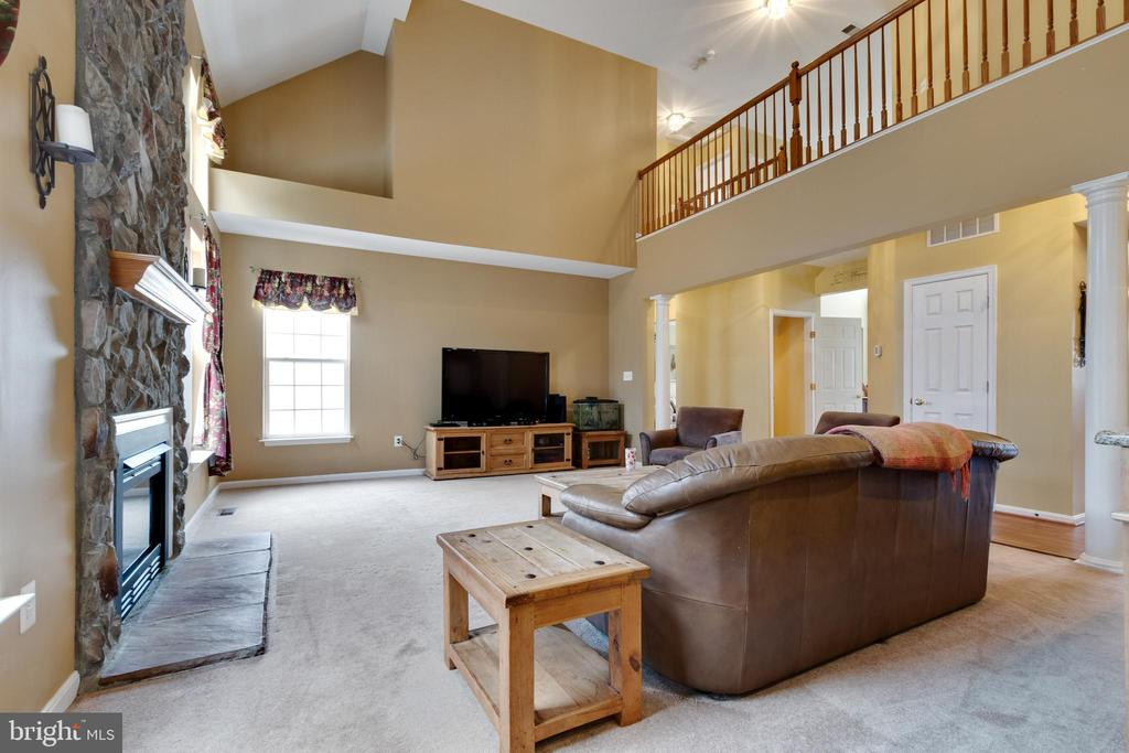 Family Room with two story ceilings - 15230 BOWMANS FOLLY DR, MANASSAS