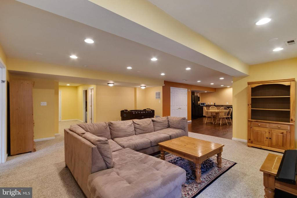Spacious  finished basement - 15230 BOWMANS FOLLY DR, MANASSAS