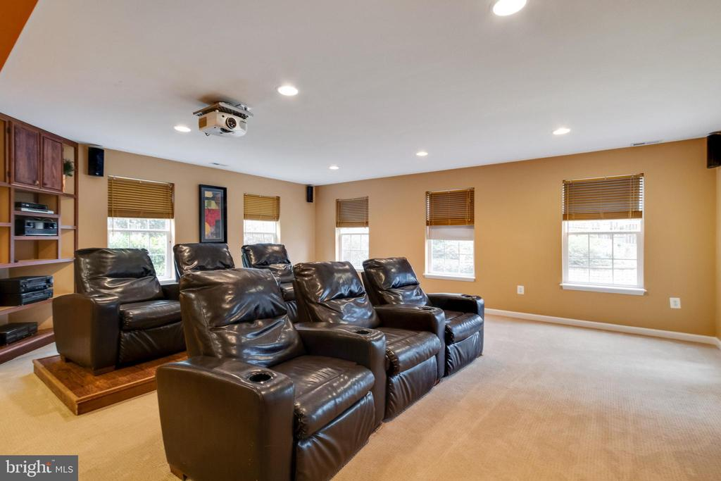 Media room with blackout shades,projector,screen - 15230 BOWMANS FOLLY DR, MANASSAS